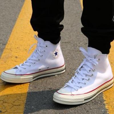 6折买到爆款CONVERSE高帮白色帆布鞋 !3折抢LIEBESKIND BERLIN斜挎包!