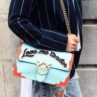 别人都背Gucci酒神包,我却买了一款Pinko燕子包!